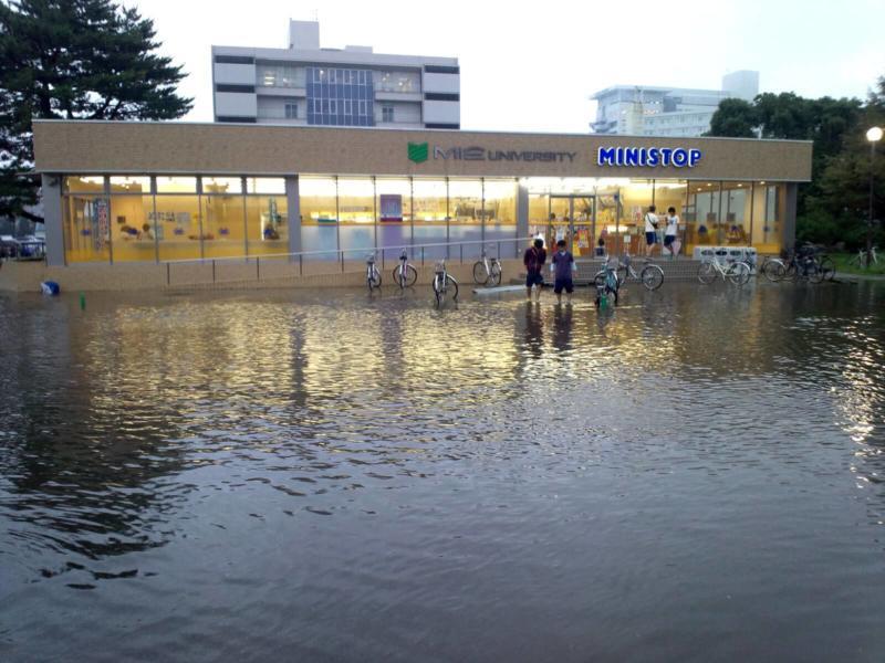 完全に浸水した三重大学の学内