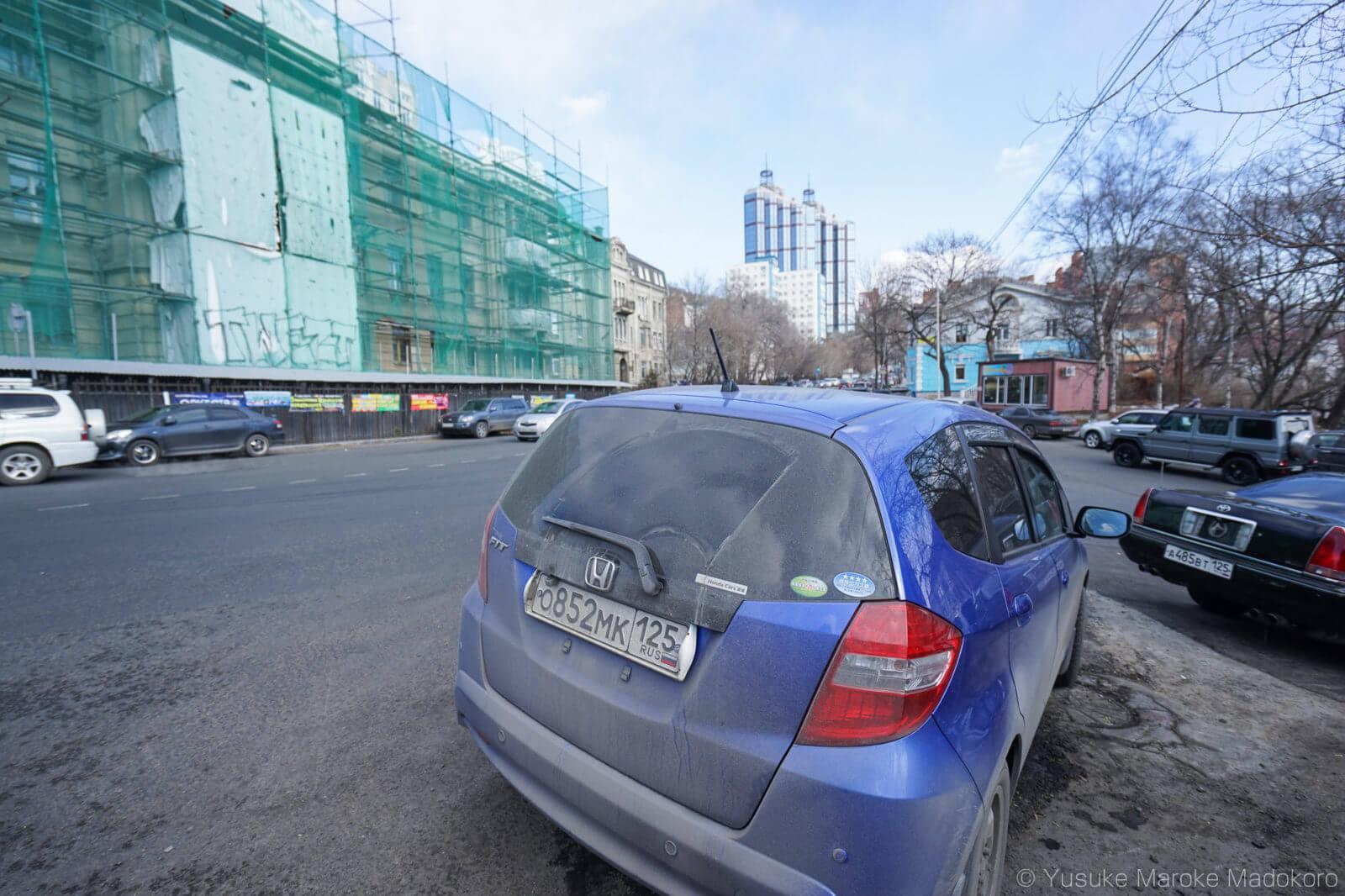 日本車が並ぶウラジオストクの街